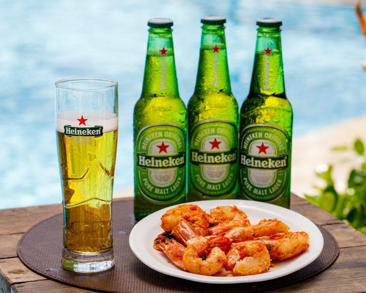 Celebrar com bons drinks e petiscos na beira da piscina. Como não amar?
